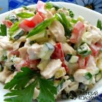 Теплый салат с курицей помидорами и огурцами 8