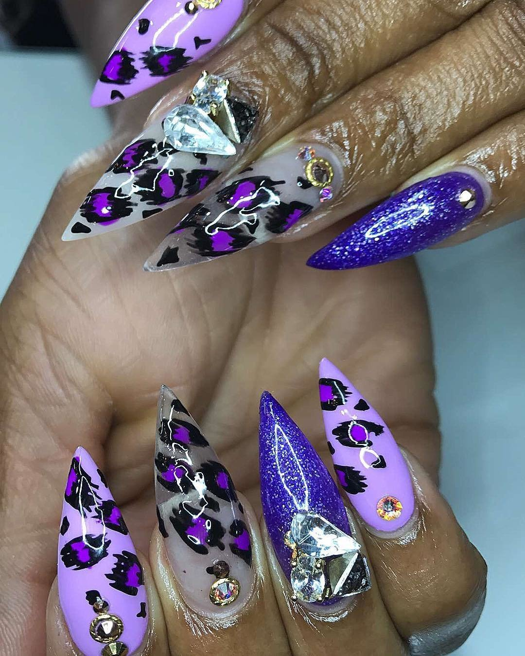 Красивые рисунки на острых ногтях фото известного автора