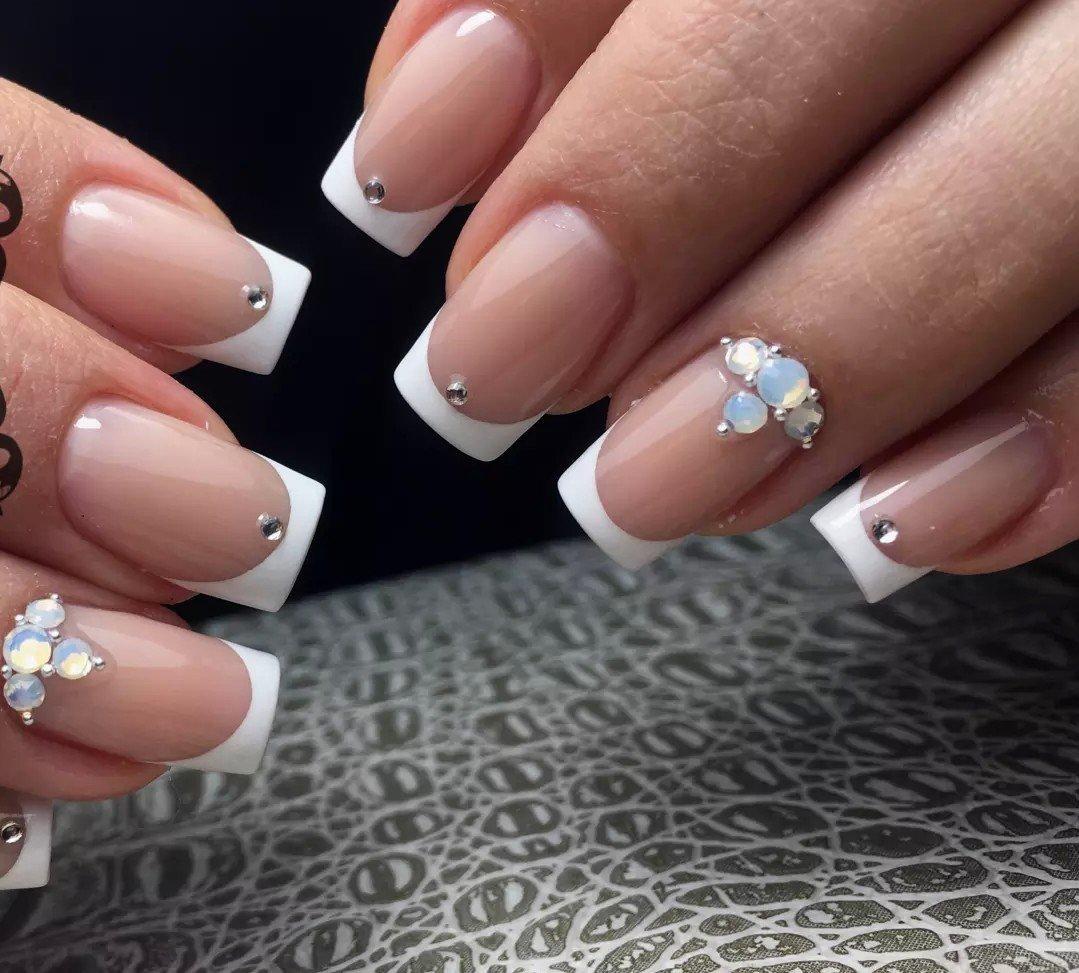 том, фото белый френч на ногтях с дизайном наличием спиральной