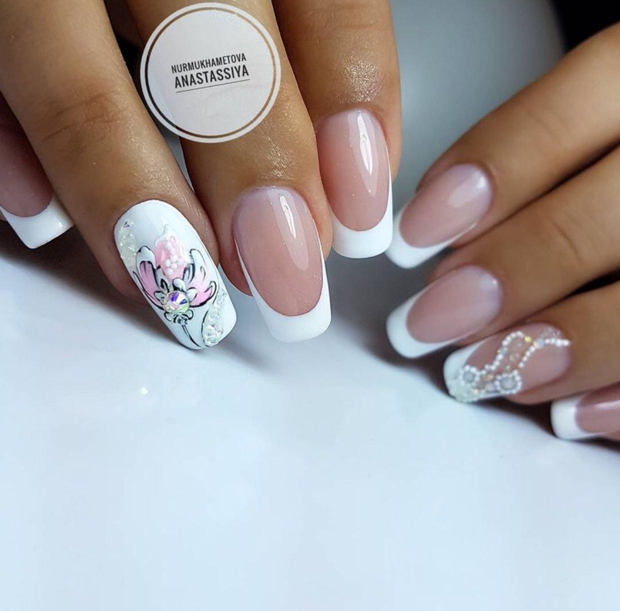 Красивый белый френч на ногтях фото