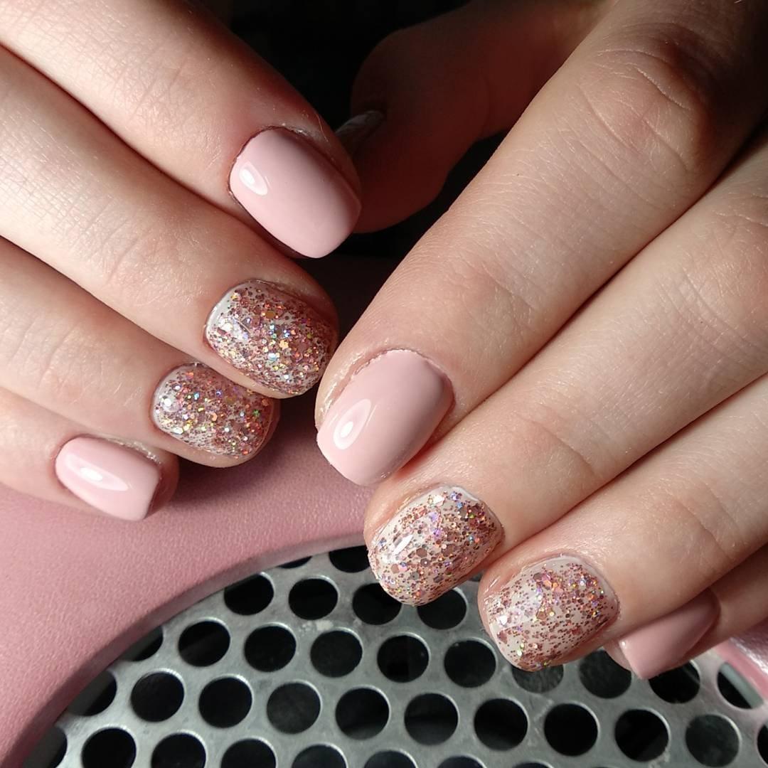 Маникюр с блестками фото на короткие ногти