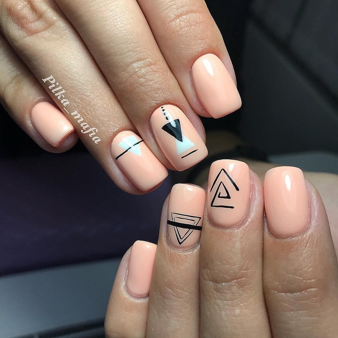 маникюр на короткие ногти геометрический рисунок можно ехать совершенно