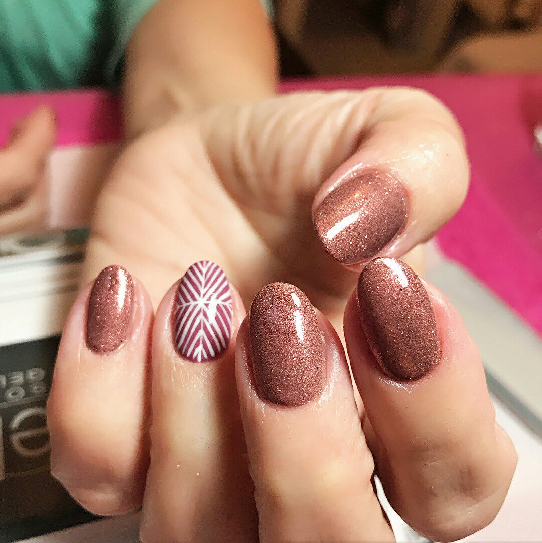 Маникюр на круглых ногтях картинки