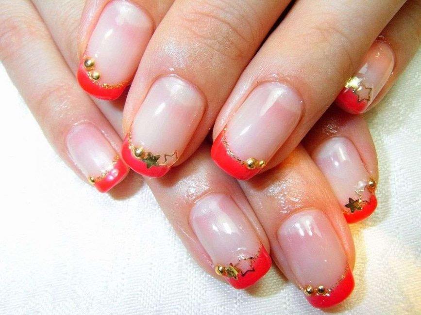 красный френч с золотом на ногтях фото