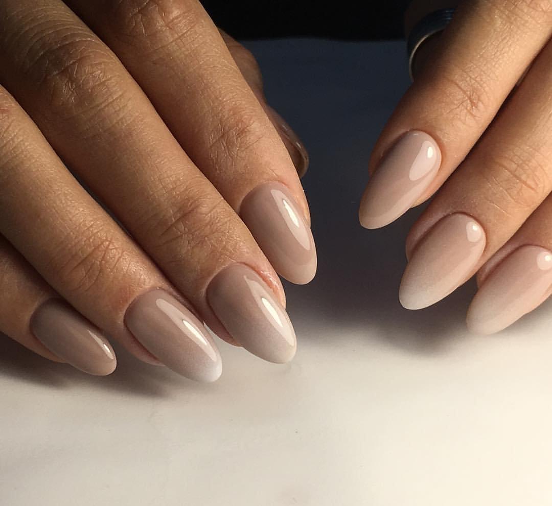 Миндалевидные ногти бежевый фото