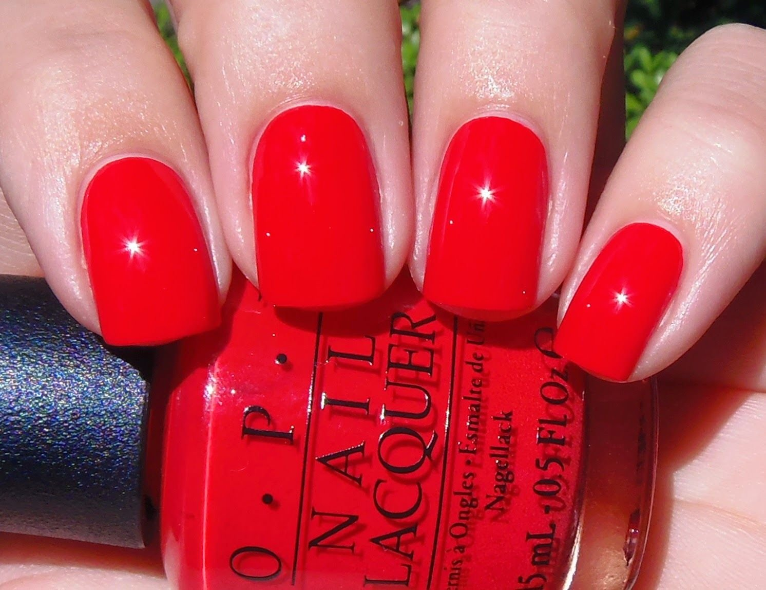 Make red gel nails yourself - instructions for beautiful man