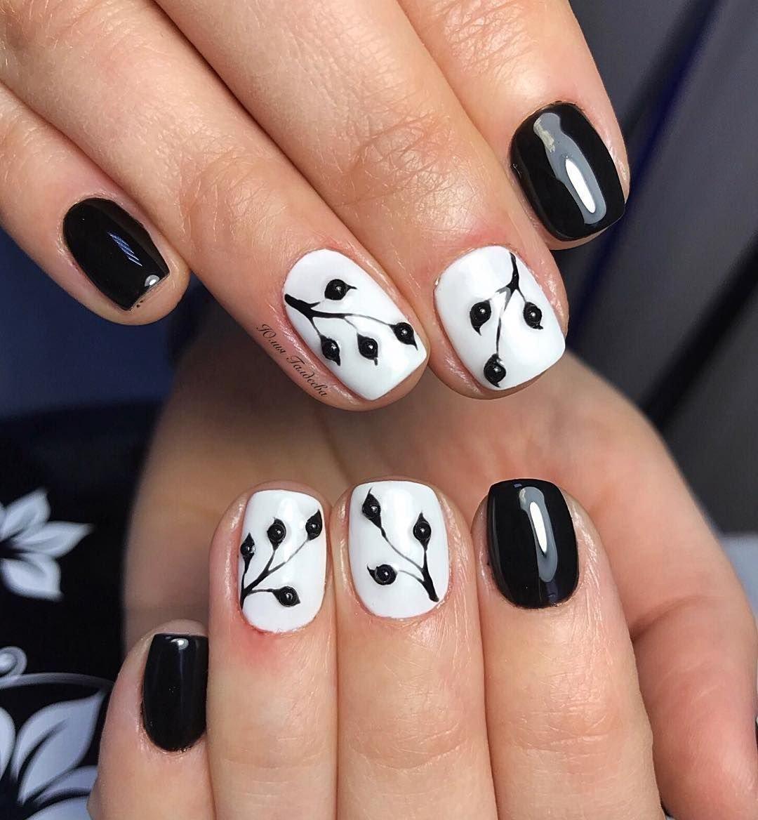 черно белый рисунок на ногтях фото проходя мимо заброшенных