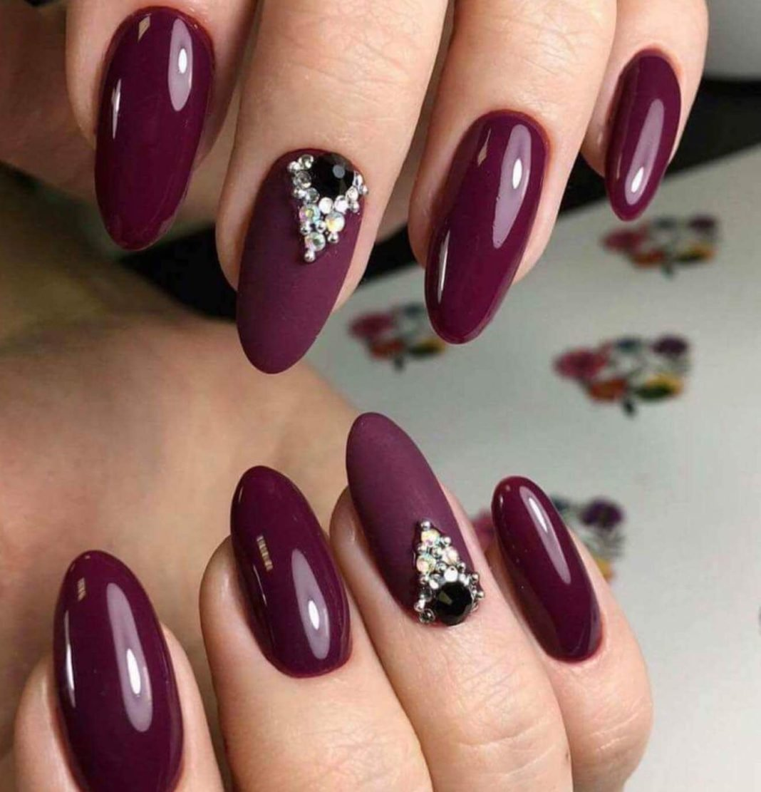 оцифровать дизайн ногтей в бордовом цвете фото день заводятся