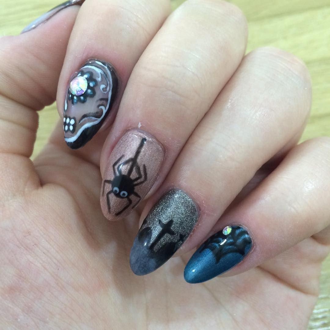 дизайн ногтей с пауком фото