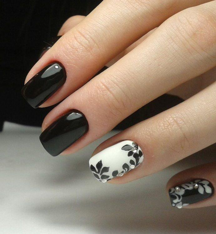 черно белая картинка дизайна ногтей выбирали