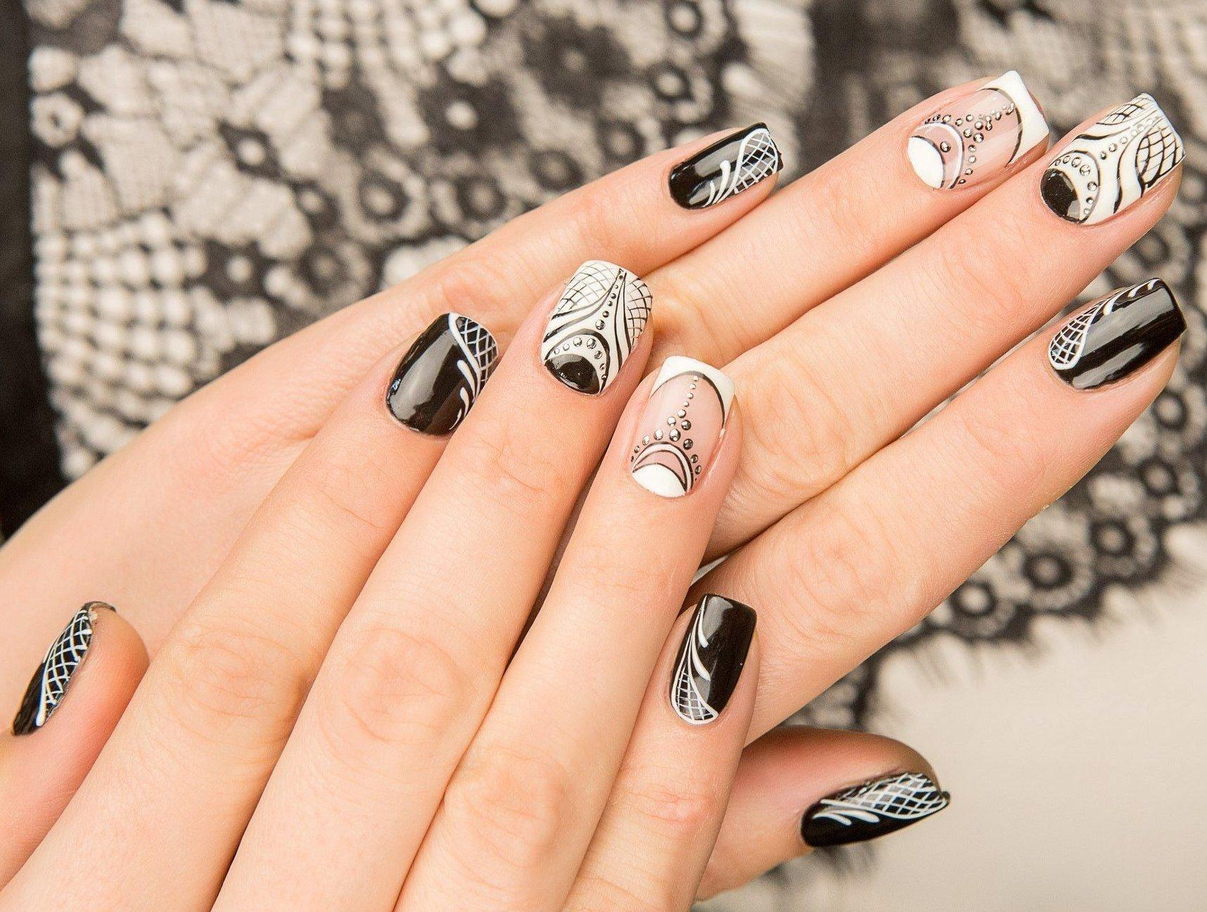 дизайн черно белый рисунок на ногтях фото того