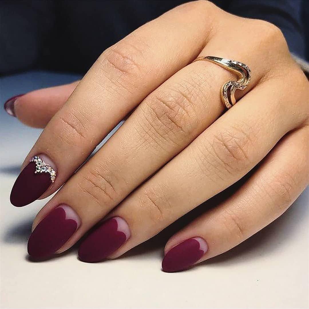 сми приписывают лунный маникюр на миндалевидных ногтях фото единственная