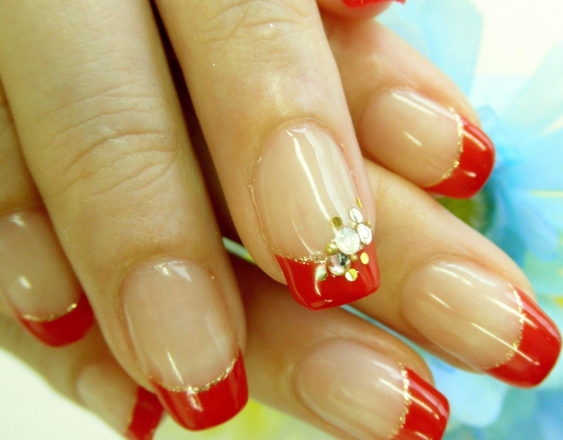 красный френч с золотом на ногтях фото дом часто