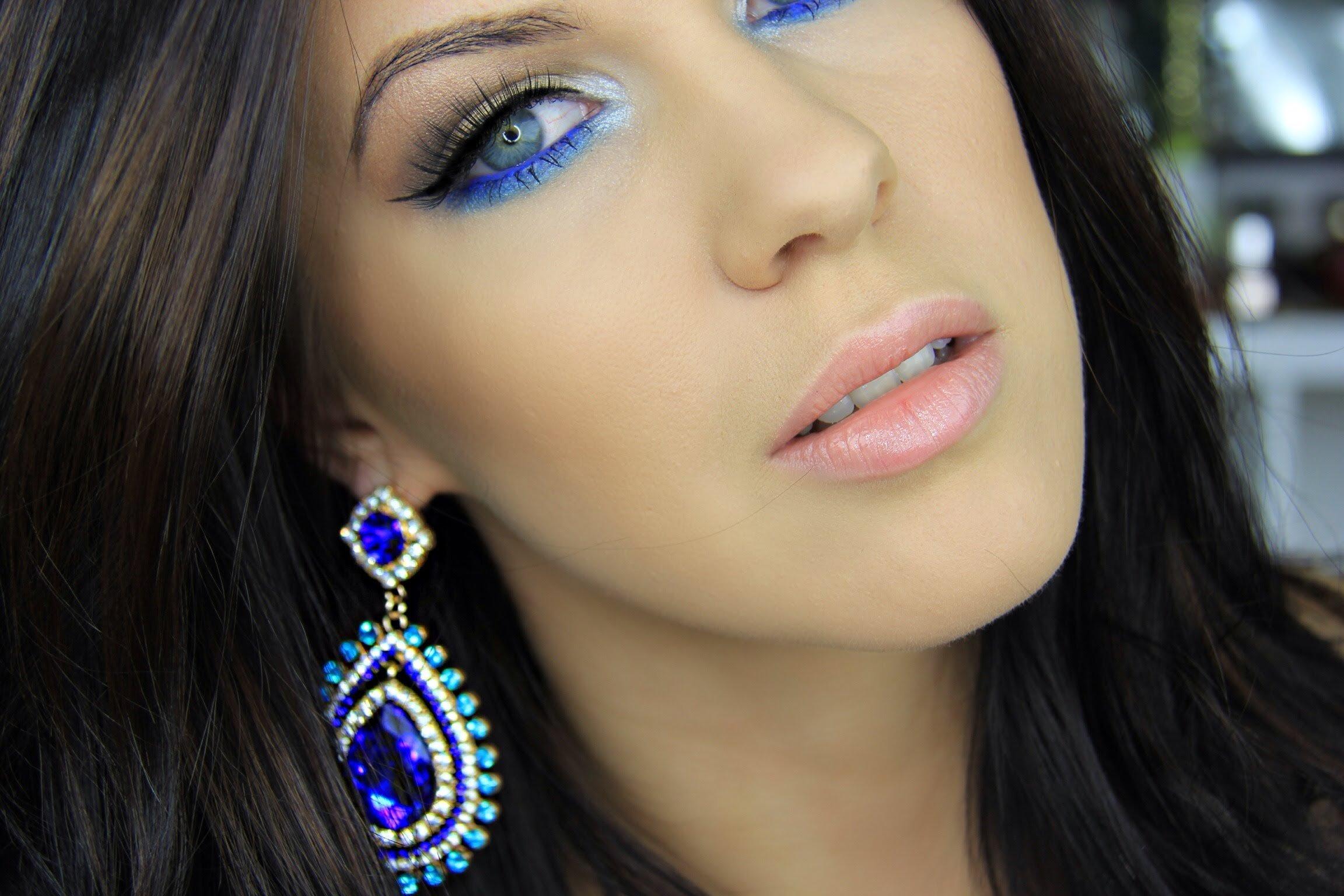 суть картинки макияжа под синее платье заставляет нас верить