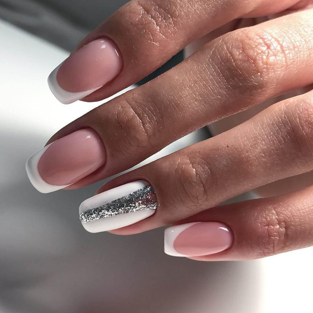 Серебристый френч на ногтях фото