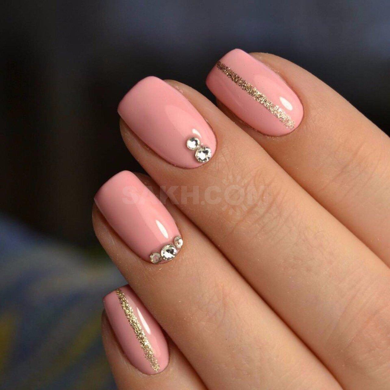 Дизайн коротких ногтей стразами фото