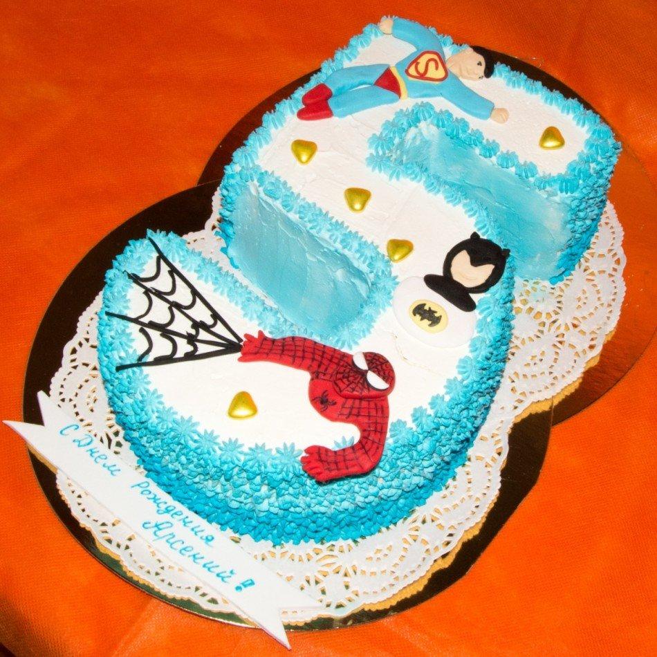 Картинка мальчик тортом