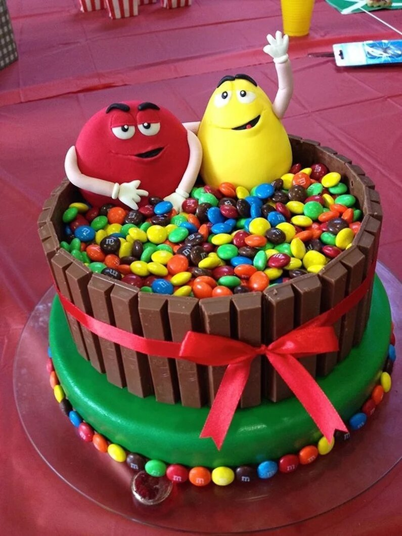 креативный торт на день рождения фото носитель