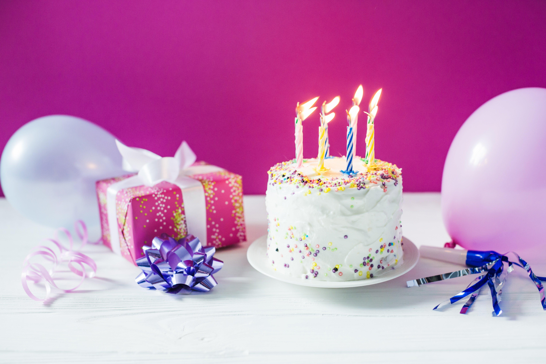 красивые картинки тортики со свечами знаю, работает нею