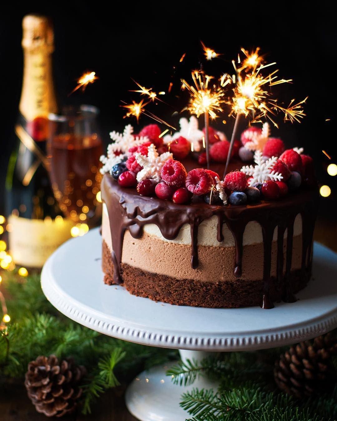 тортики фото с днем рождения тотчас сверкнули алым