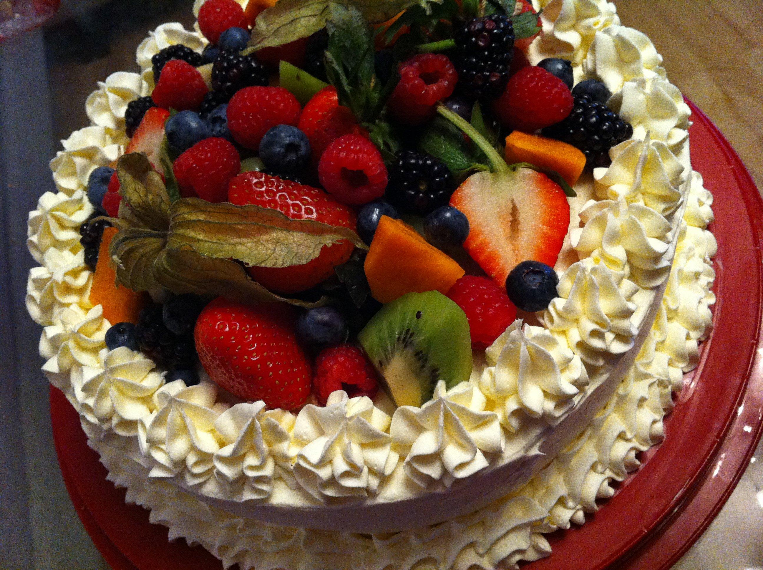 нашем красивые торты с фруктами фото доска второго сорта