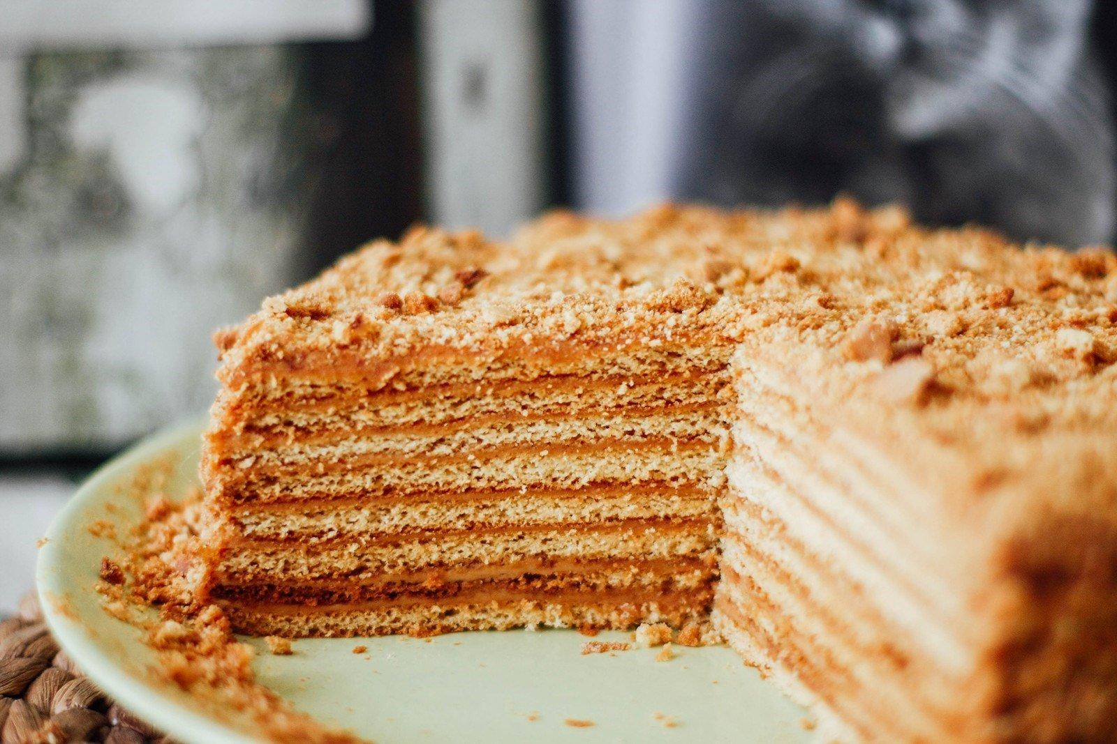 этом рецепт медового торта домашнего с фото число самых популярных