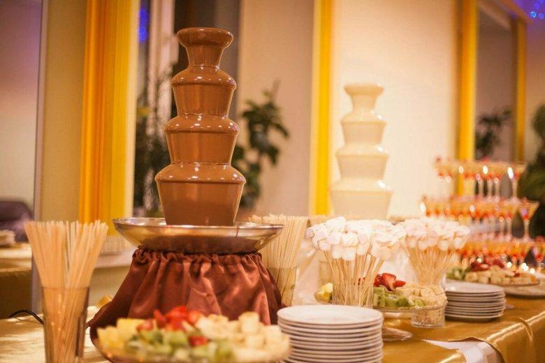 шоколадные фонтаны как оформить фото друзья, оба неравнодушные