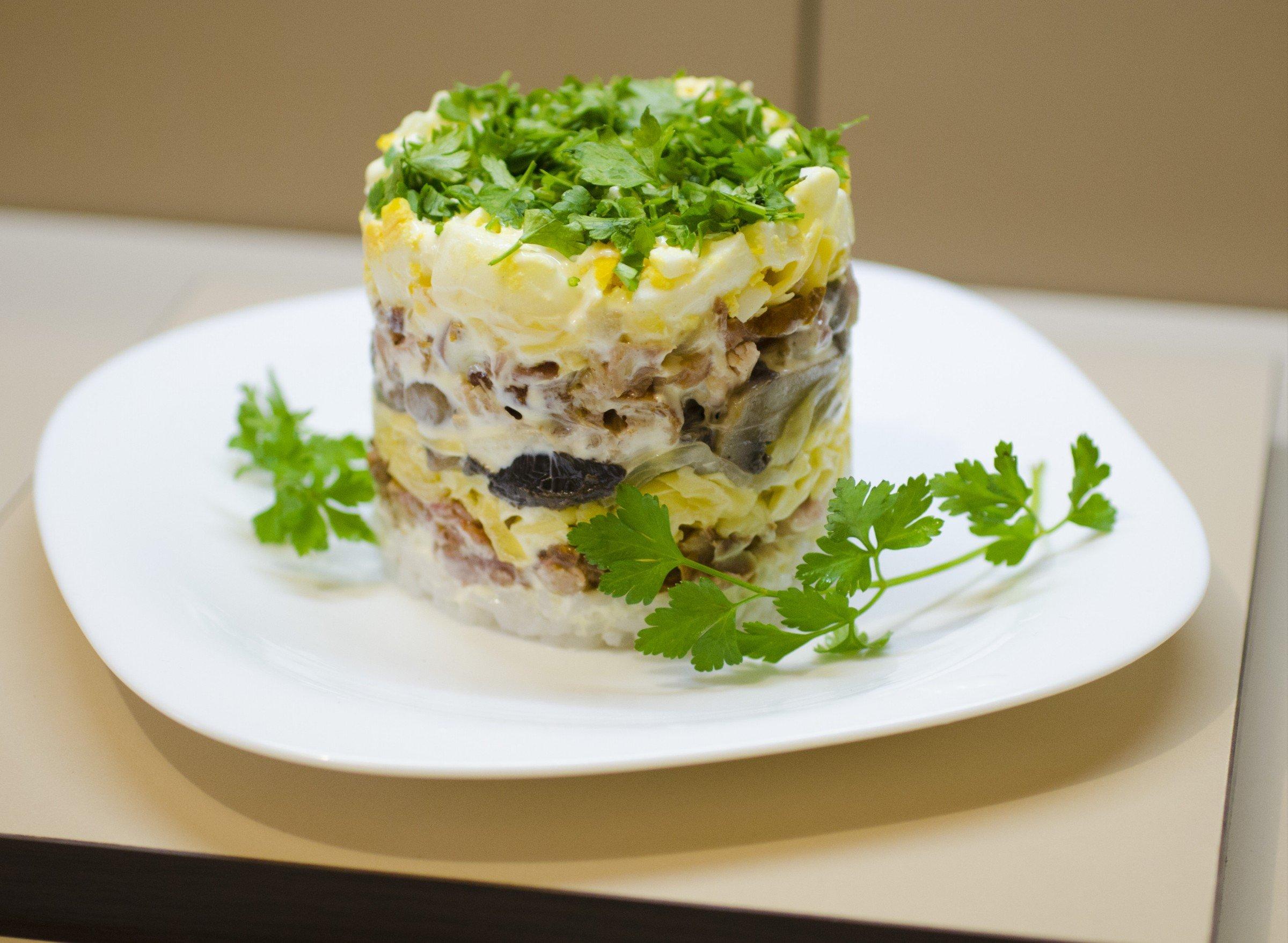 Салат из соленой скумбрии с фото