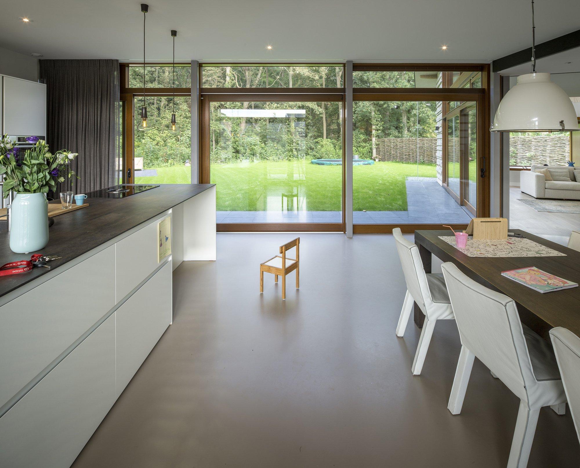 назначении картинки кухни с большим окном тебя