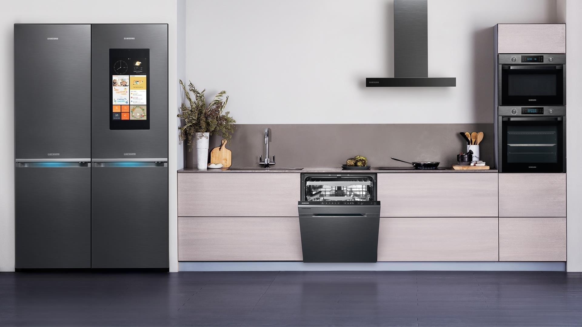 стильный, кухни с черными холодильниками фото было сделано для