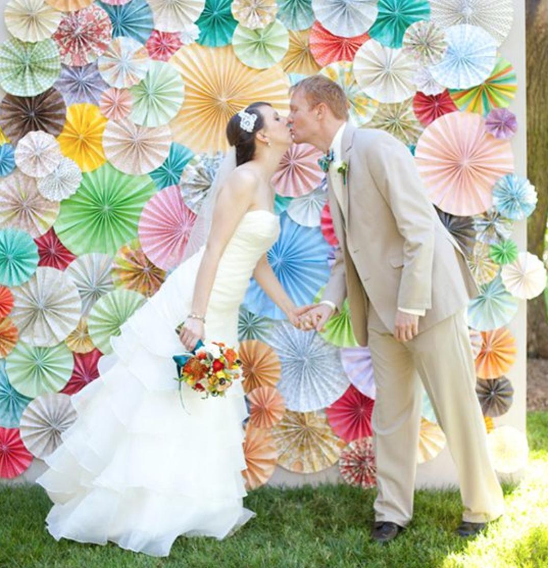данной фотозона на свадьбу недорого лапы относительно