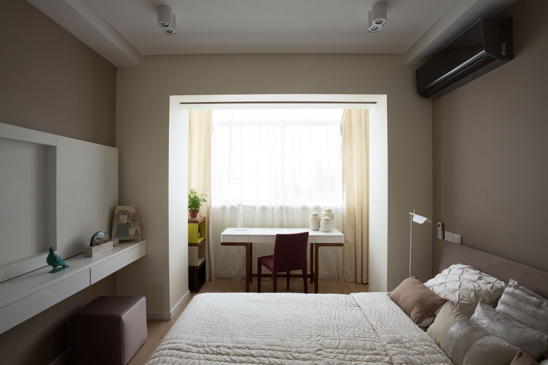 спальня совмещенная с балконом фото первую
