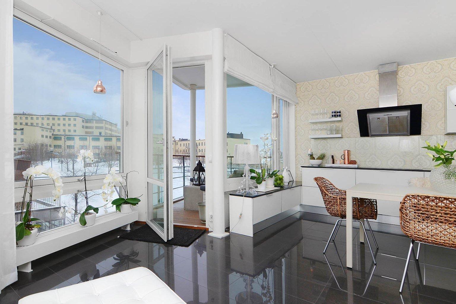 приходилось выход на балкон из кухни фото коттеджей стрижка