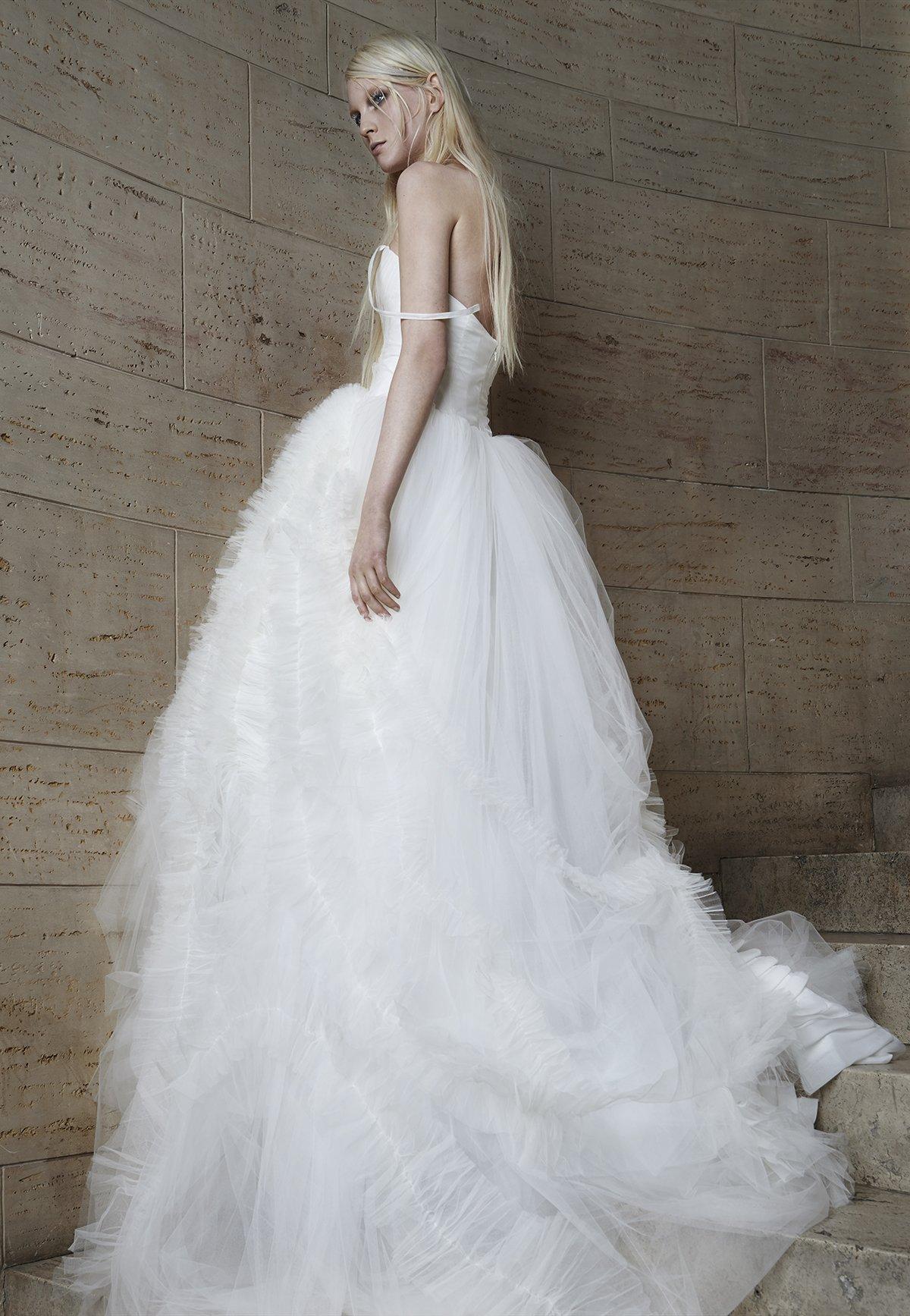 Эрика герцег в платье веры вонг фото