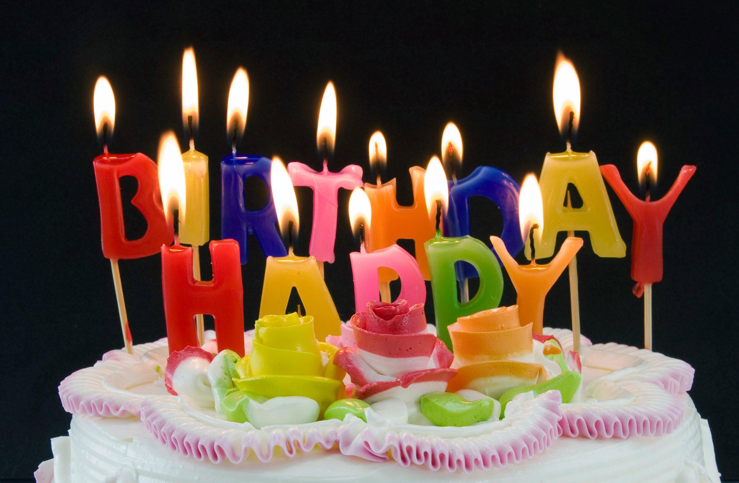 Торт со свечами открытка с днем рождения маме обширная программа