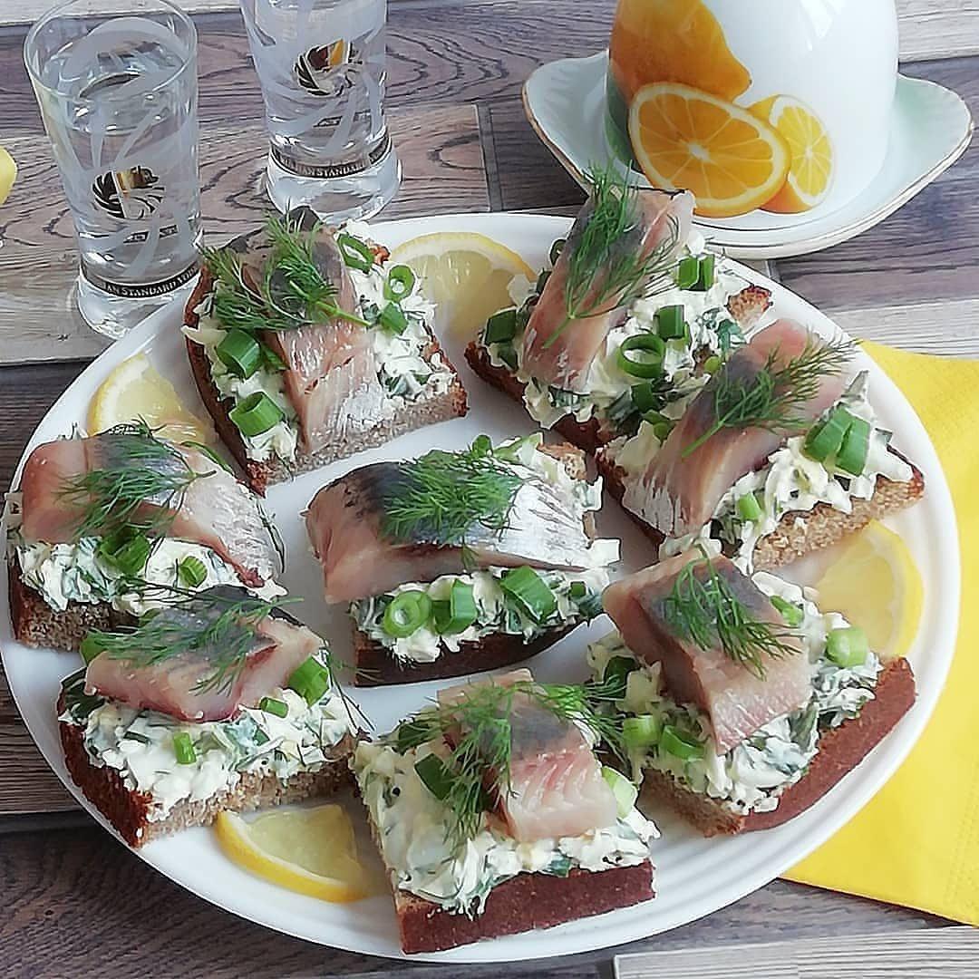 Бутерброды с селедкой рецепты с фото простые