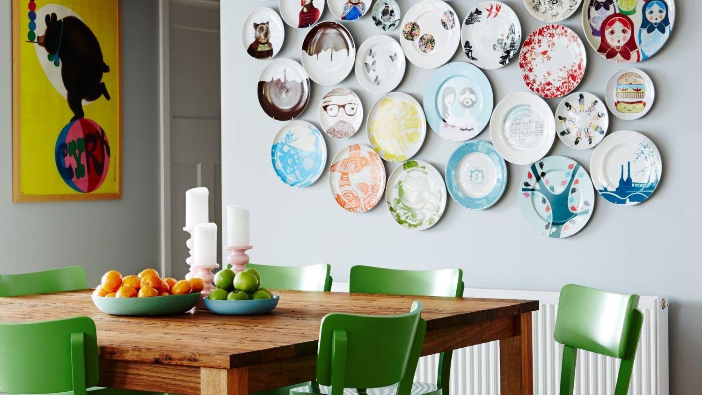 Декоративные тарелки в интерьере кухни фото