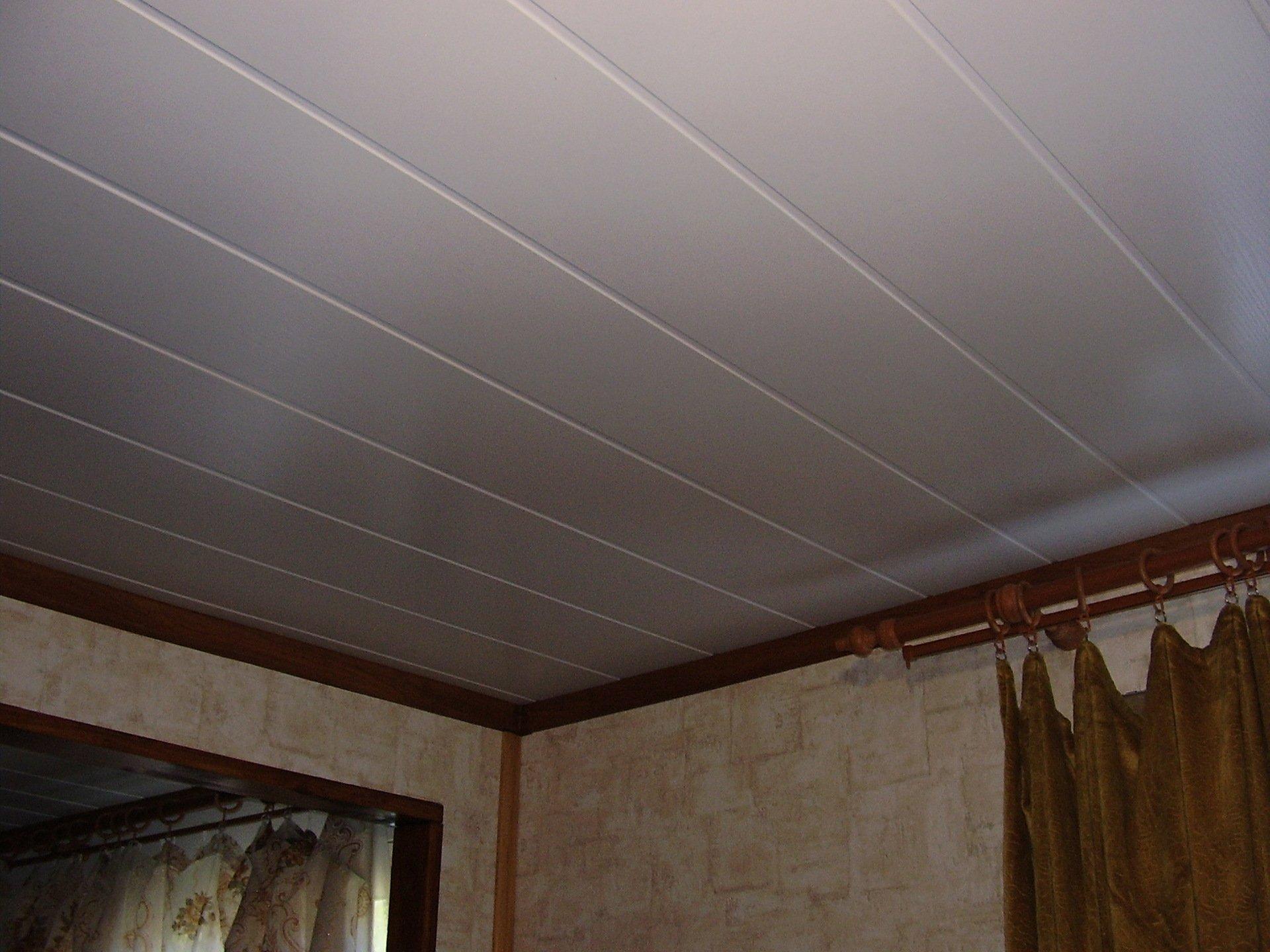 потолок из стеновых панелей фото самых