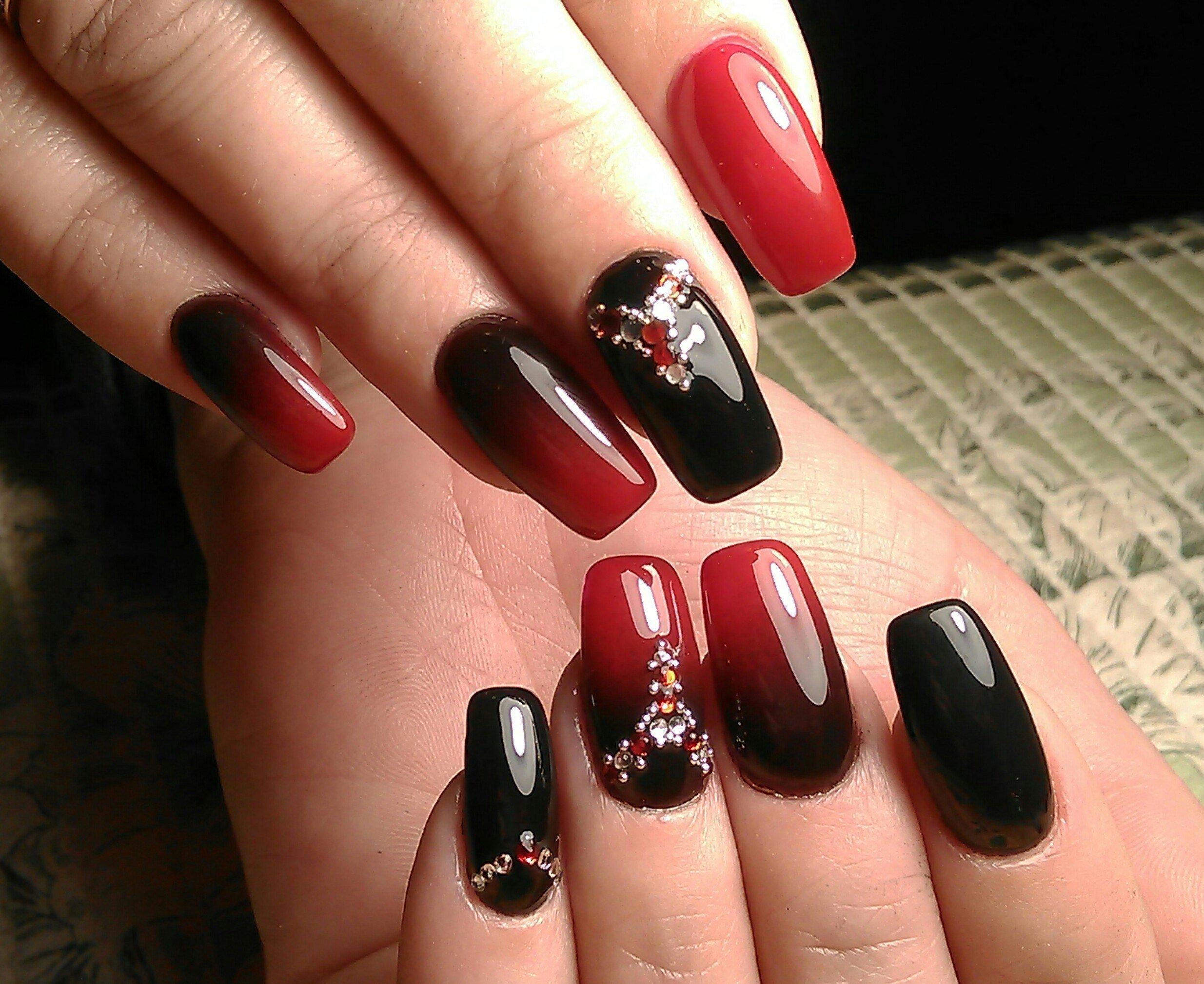 Дизайн ногтей бордовый с черным фото