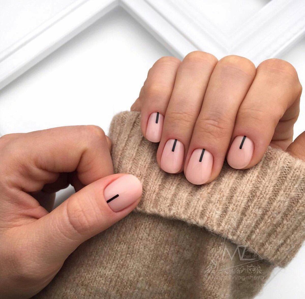 Минималистичный маникюр на короткие ногти (71 фото)