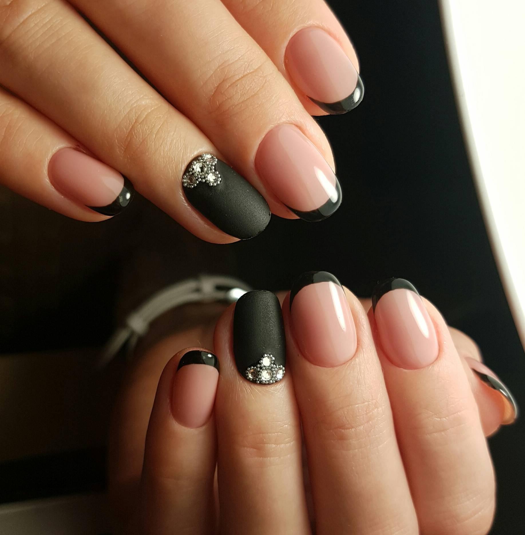 Черный французский маникюр на короткие ногти фото