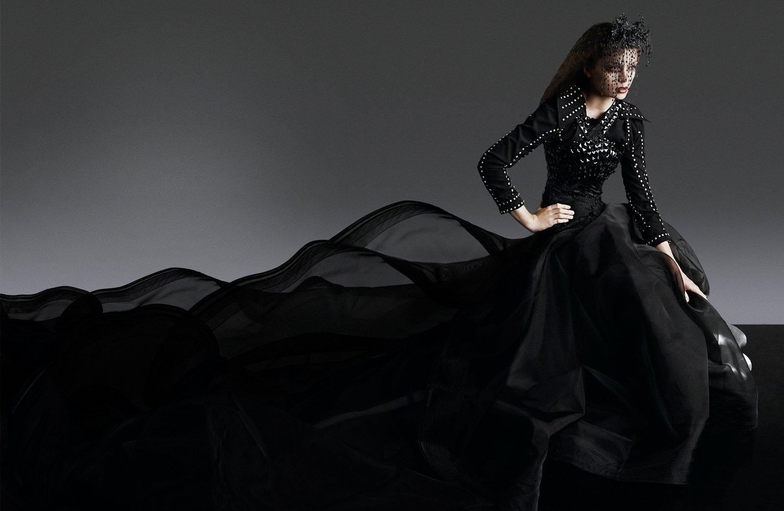 Дама В Черном Платье