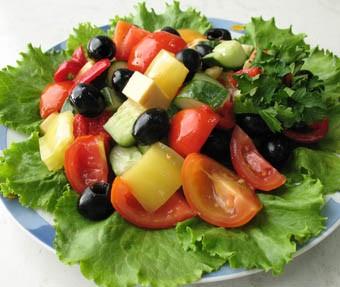 салаты и закуски к праздничному столу Салаты в разделах: салат из свежих...