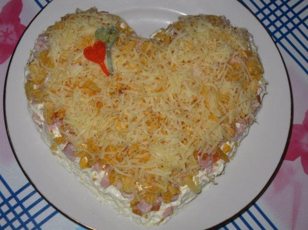 рецепты салатов с сухариками или с чипсами
