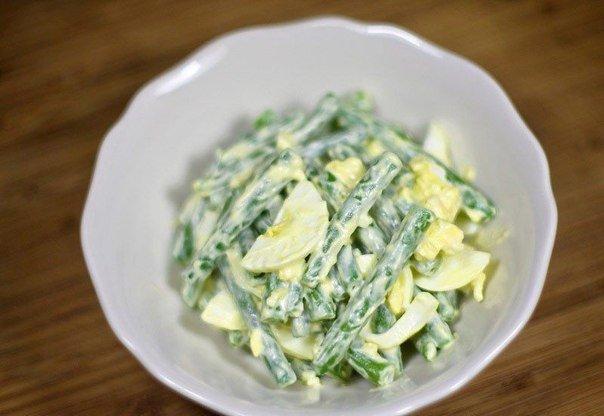 Салат из стручковой фасоли с вареными яйцами