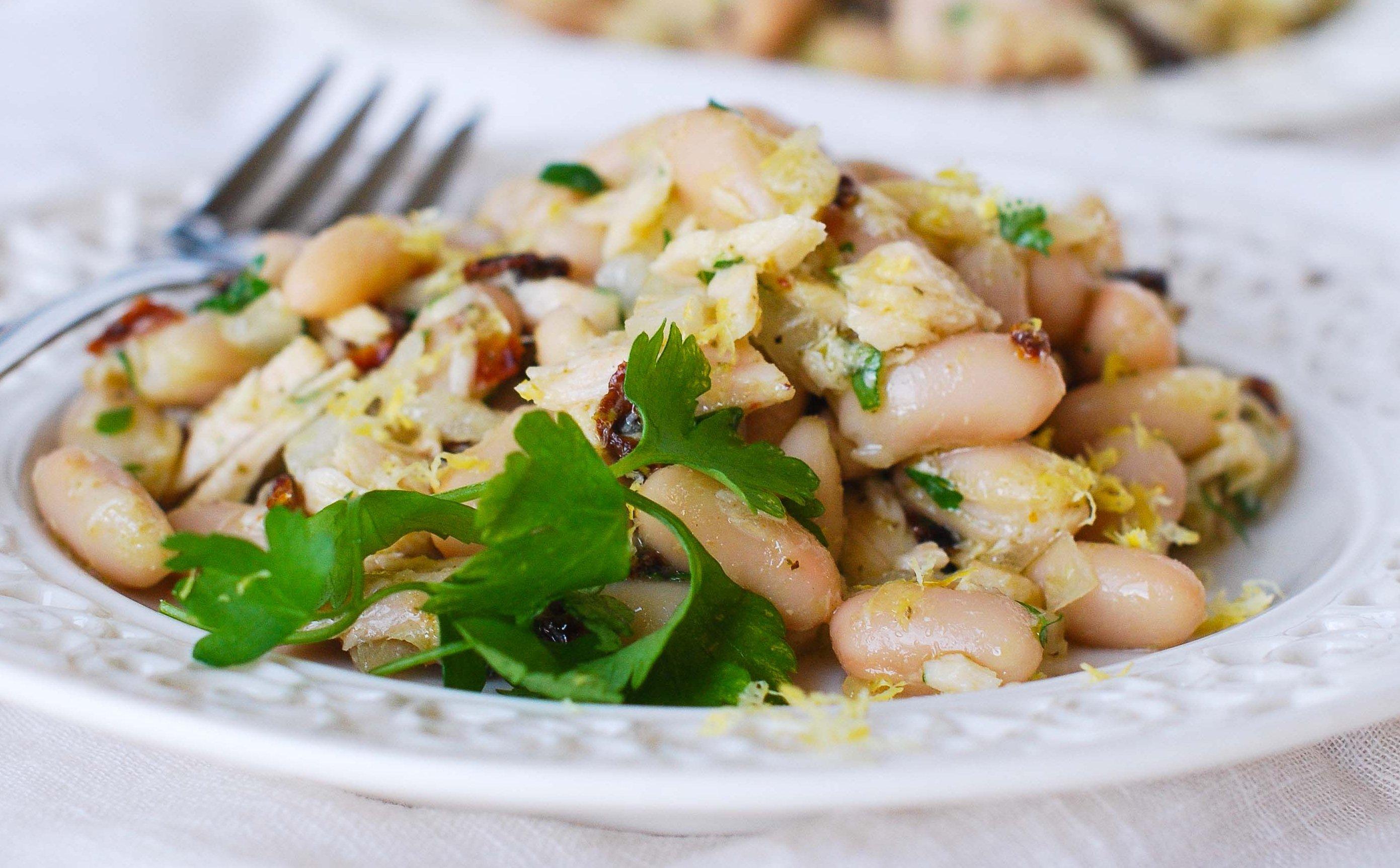 Салат из грибов и консервированной фасоли