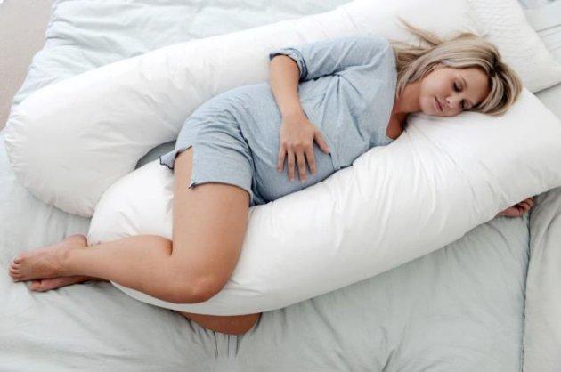 Как правильно спать беременным женщинам