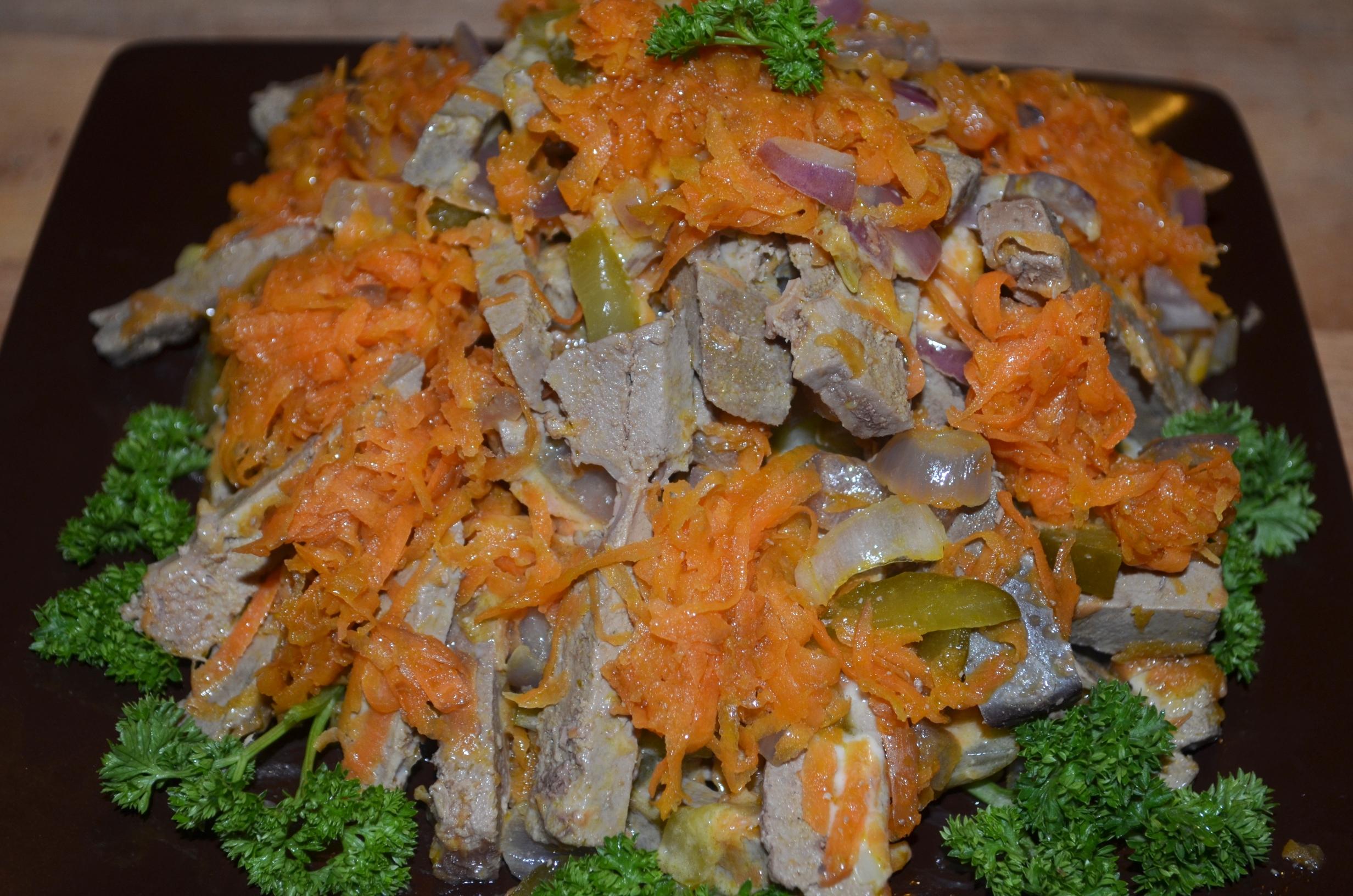 Салат с сыром морковью с говядиной