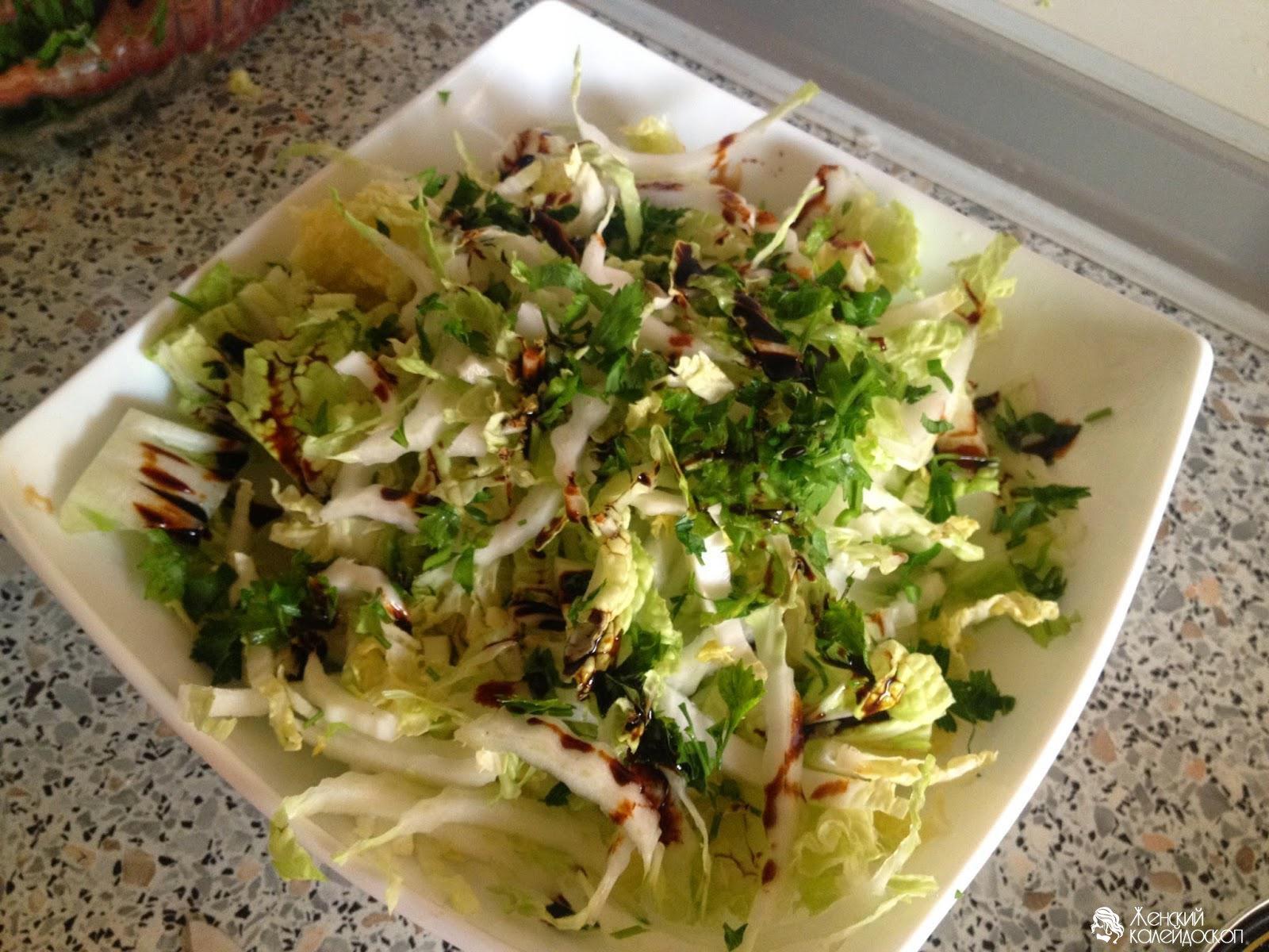Салат из капусты с копченой колбасой с