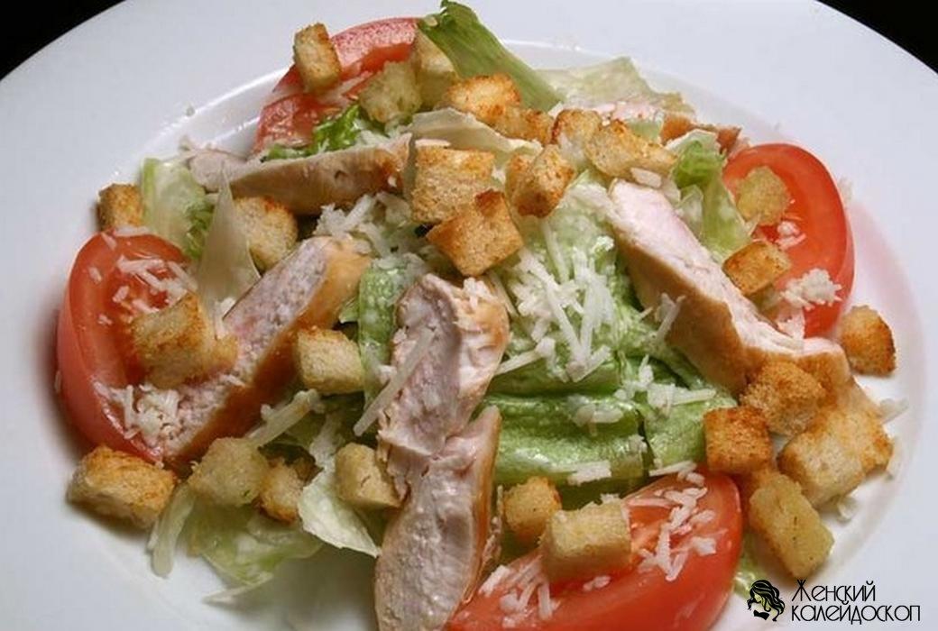 салат цезарь с курицей с ананасом